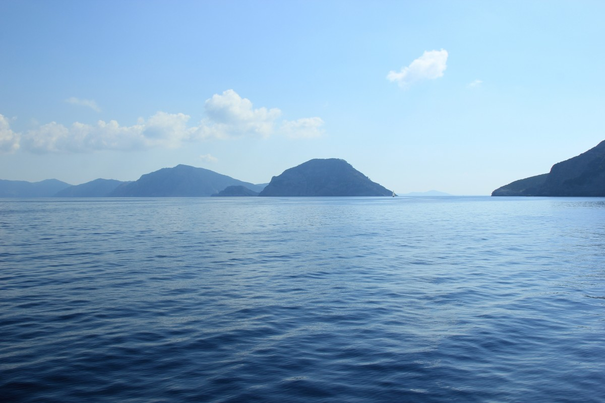 sea_mountains_greece_sky_clouds_blue_sky_water_haze-1389589.jpg!d
